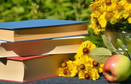 4 Potential Health Benefits of Reading